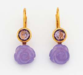 Color stone earrings