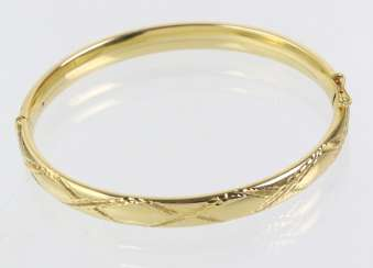 Bangle with engraved yellow gold 585