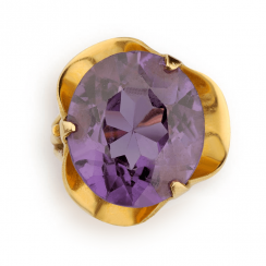 Ring with corundum