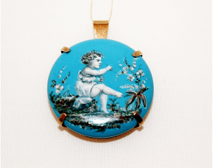 Pendant with enamel