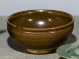 Kinrande bowl with faded gold decoration iron red glazed