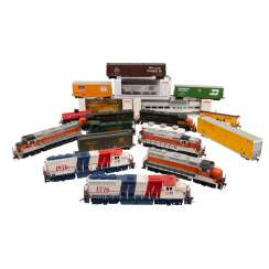 ATLAS / LIFE-LIKE, among other things, a lot of diesel locomotives and freight cars, gauge H0,