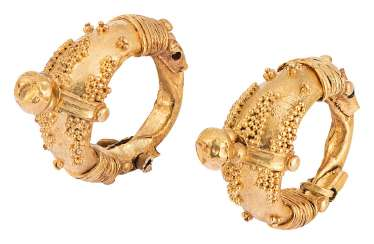 Pair of gold Hoop earrings with granulated decoration