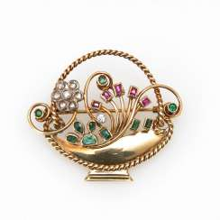 Pretty brooch with stone