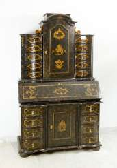 Lacca Povera secretaire, fall front, drawers, curved shape, original locks and gilded mounts, inside red , outside black with gilded painted and scratched ornaments, 3doors, secret chambers, stepped top, lacquered wood, Venetian 18. century