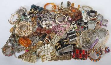 Mixed lot of fashion jewelry-bracelets (around 100 PCs) 2. Half of the 20. Century