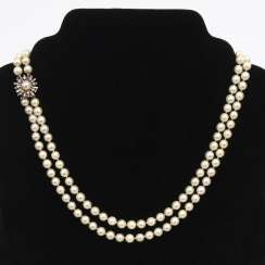 2-row cultured pearl necklace with Decorative lock