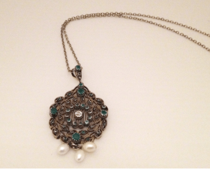 Pendant with diamond emeralds and pearls