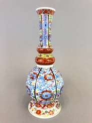 Baluster vase with Oriental-decor: Meissen porcelain, about 1750, very good.
