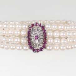 Pearl bracelet with ruby Clasp
