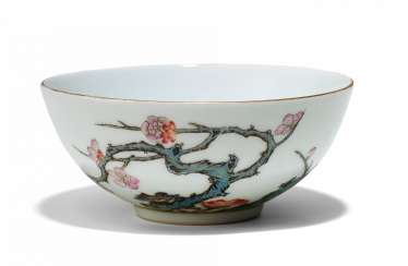 SMALL BOWL WITH BLOSSOMING PLUM TREE