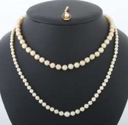 Mixed lot of pearl jewelry 20th century