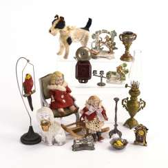 Mixed lot of knickknacks and accessories for the dollhouse