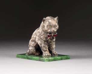 TABLE DECORATION IN THE FORM OF A CAT