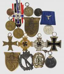 Mixed lot of 17 badge of honor,