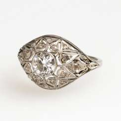 Art Deco Ring with old European cut brilliant diamonds and diamond roses