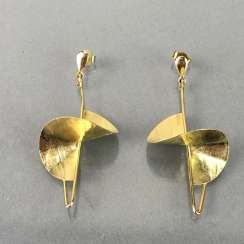 Earrings with decoration, Gold.