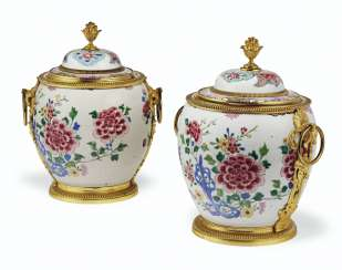 A PAIR OF FRENCH ORMOLU-MOUNTED CHINESE EXPORT FAMILLE ROSE PORCELAIN BOWLS AND COVERS