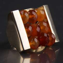 Exceptional hand work Ring with three carnelian yellow gold 333 series,
