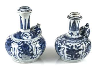 Two Kraak-Kendi with underglaze blue decor of flowers and symbols