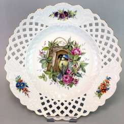 Large Ornamental / Rossetten-Breakthrough Shell: Meissen Porcelain. Decor, blue tit and flowers, Gold, very good.