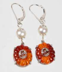 Design earrings with carnelian