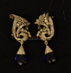 Vintage earrings with sapphires