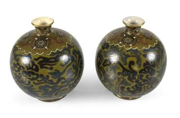 Pair of Satsuma spherical vases with brocade pattern and Phoenixes