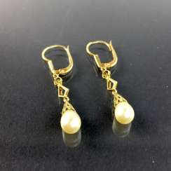 Elegant earrings: yellow gold 585 with drop-shaped pearl, very nice.