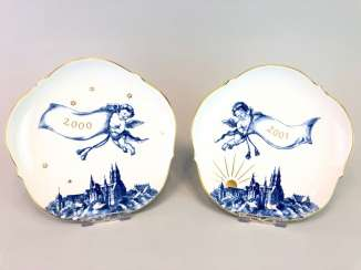 Two ornamental plates / wall plates: Meissen porcelain, view of Meissen cobalt-blue, very good.