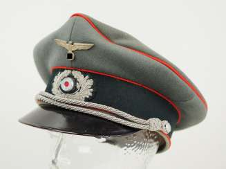 Wehrmacht: visor cap for officers of the artillery.