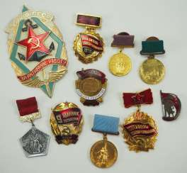Soviet Union: Badge Lot.