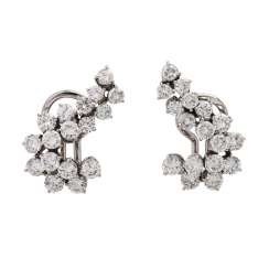 Clip-on earrings out of 34 brilliant-cut diamonds, together approx. 3,9 ct, FW (F-G)/VS,