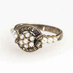 Ring with vintage solid and beaded detailing
