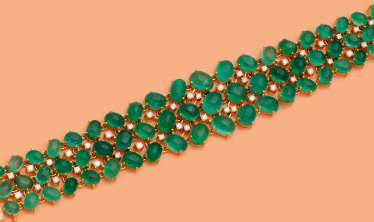 An exceptional Cuff bracelet with emeralds