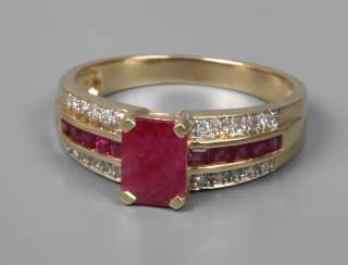 Ladies ring with rubies and eight square diamonds
