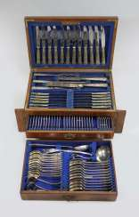 Cutlery box, 107 parts of, England around 1900