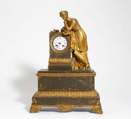 Pendulum clock with a female allegory