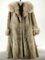 Elegant bright mink coat with silver Fox-applications, new.