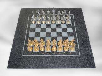 Chess game: unique luxury version of a chess game with exceptionally detailed, large silver figures and high-quality polished stone slab, probably from the 1950s