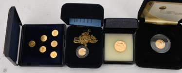 Coin pendant, The smallest gold coins of the world, with 14 Karat chain, 20. Century (13)