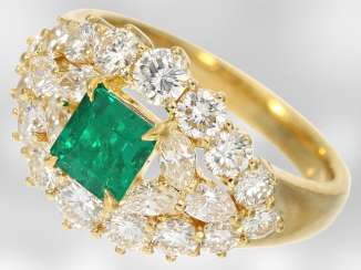 Ring: very beautiful and very high quality emerald and diamond ring, total approx. 2,34 ct, 18K yellow gold