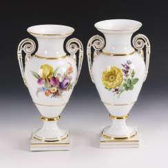2 amphora vases with flower painting