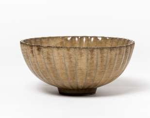 BOWL WITH GREEN-BROWN GLAZE