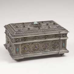Magnificent silver casket with fine Filigree decoration and gemstones