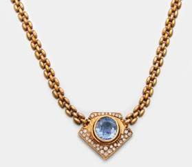 Brilliant necklace with a large Ceylon sapphire