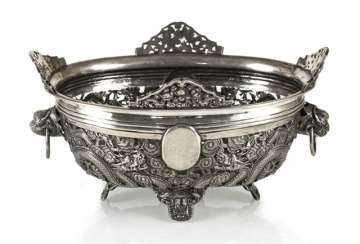 Pierced bowl made of silver with a dragon decor and Voalkartuschen