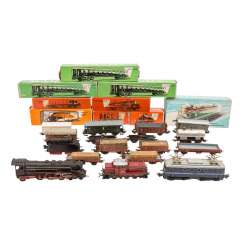 MÄRKLIN mixed lot of locomotives, passenger and freight cars, track, H 0,