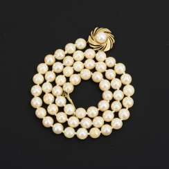 Short cultured pearl necklace