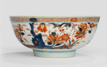 Imari circular porcelain bowl with different flowers and rocks